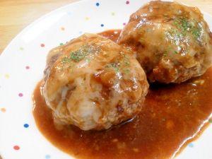 「ご飯がススム♪カレー味のとろ~りチーズハンバーグ☆」いつものハンバーグとは違ったカレー味です^^カレー風味のソースととろけるチーズが美味♪とってもご飯がススム1品♪【楽天レシピ】