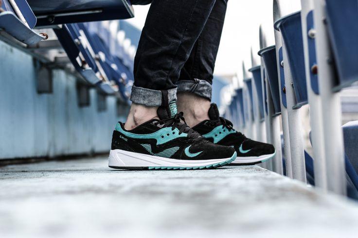 Sneaker freak.  Saucony Grid 8000: http://www.footshop.eu/eu/panske-boty/7421-saucony-grid-8000-black.html  #saucony #footshop