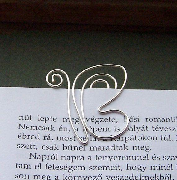 Una mariposa aterrizó en mi libro y desde entonces nos heve estado leyendo juntos.    Tamaño: 3 cm    No deslice ni saldra las páginas. Si usa en