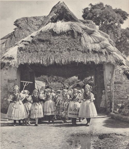 Hungary - Hungarian traditional costume