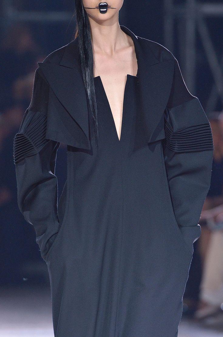 Yohji Yamamoto Fall 2016 Ready-to-Wear