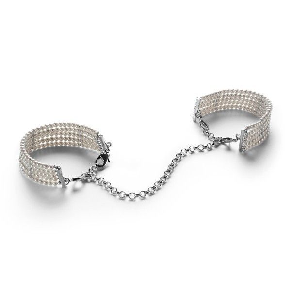 Plaisir Nacre - White Pearl Handcuffs Reference:  BIJ0046 Condition:  New product  Dressed for seduction! Plaisir Nacré is an accessory that conceals a game for the mastery of love. In the eyes of the world, they are mere bracelets; privately, they become suggestive handcuffs.  Wear them for any occasion, no one could possibly suspect classic white pearls.  Content: pearled beads handcuffs.
