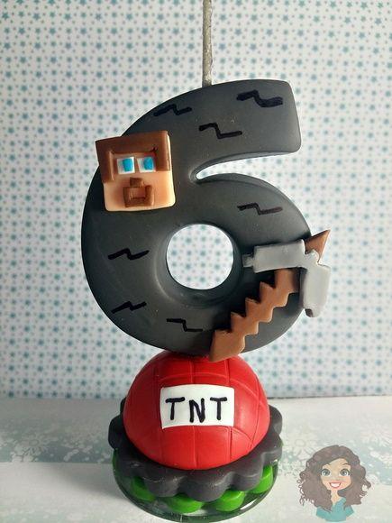 Vela Minecraft em biscuit, com pavio mágico e base em acrílico