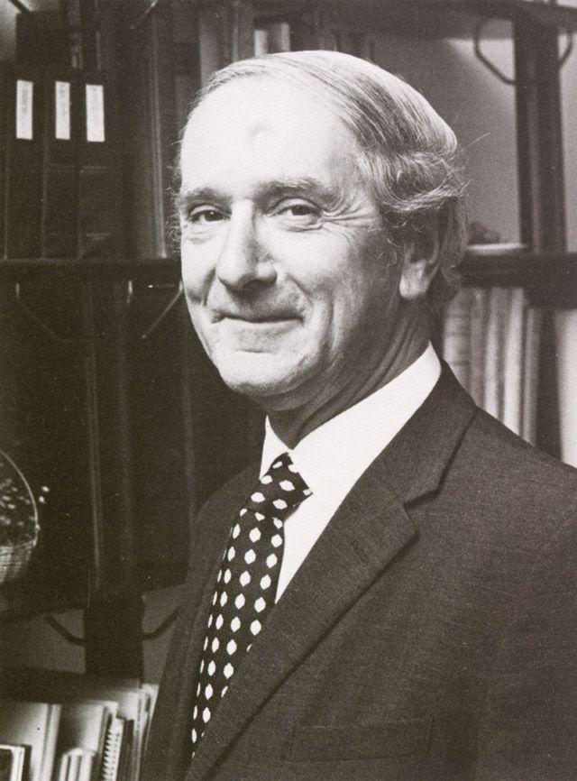 A.J.M. van Susante, geneesheer-directeur. Onze 'oude' huisarts A.J.M. van Susante was van twintig jaar lang de geneesheer-directeur van het Sint Joseph Ziekenhuis.