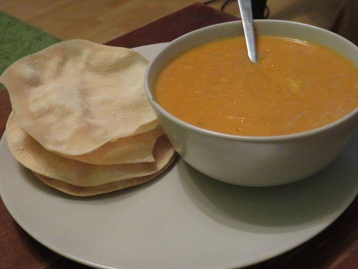 Soupe thaï aux carottes, patate douce et papadums