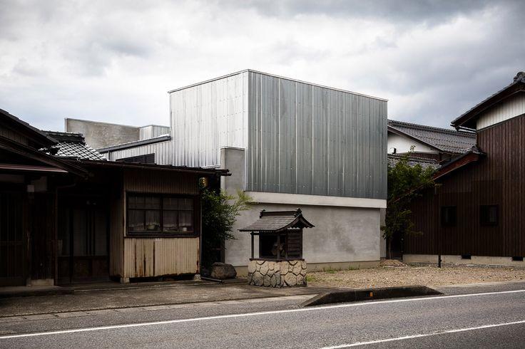 Corrugated steel house and studio by Japanese studio Form designed by Kouichi Kimura.
