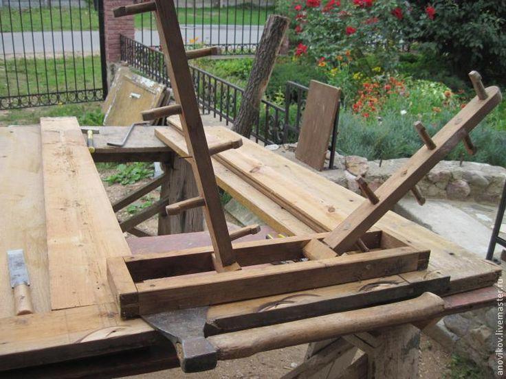 Реставрация старинного шкафа. Часть 2: разборка и демонтаж металлической фурнитуры