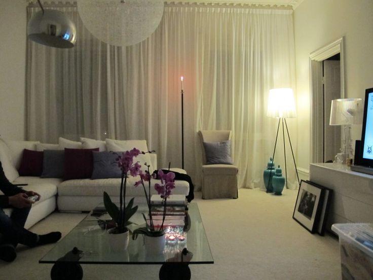 vita tunna gardiner - till övre vardagsrummet. Jag fixar något snarlikt från Stofostil.