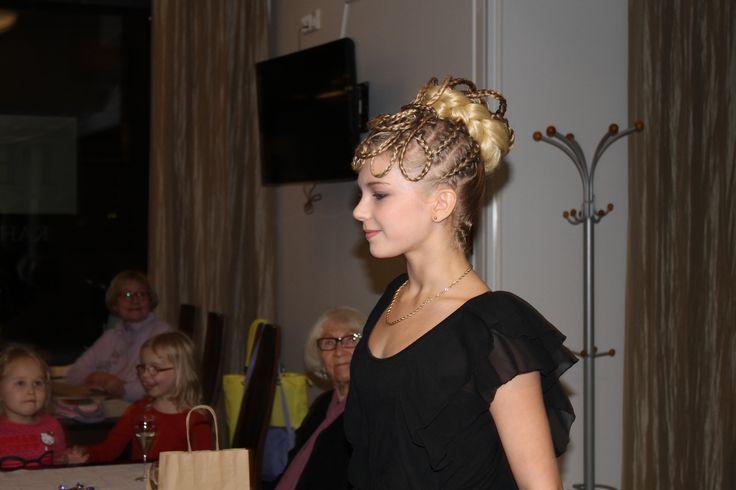 Kaunis kampaus pitkille hiuksille!