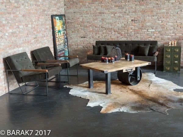 NIEUW! Onze #vintage driezit #sofa en/of fauteuil bekleed met kaki stof, de juiste #industriële look in je interieur! Met armsteunen in acaciahout en een stevige metalen voetstructuur, zitcomfort verzekerd! #Barak7
