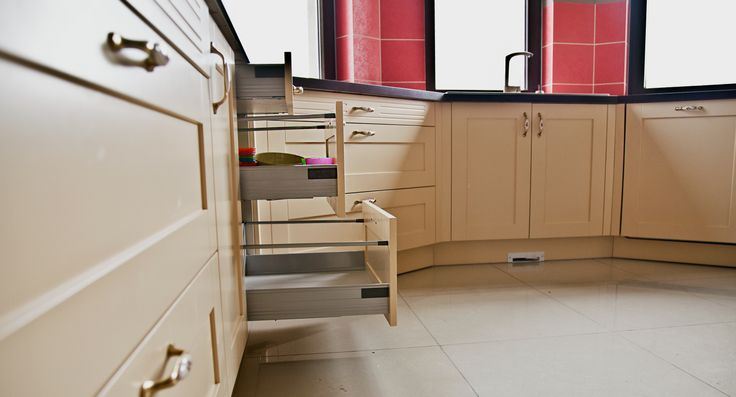 http://www.yotka.pl/  lacquered kitchen fronts, mdf Kuchnia. Fronty oraz listwy wieńczące lakierowany mdf. Okucia - Blum. Przestrzenna, indywidualnie zaprojektowana - i co najważniejsze w 100 % zadowolona klientka! Więcej zdjęć na naszej stronie internetowej, w zakładce - galeria. YOTKA - wyposażenie wnętrz meble