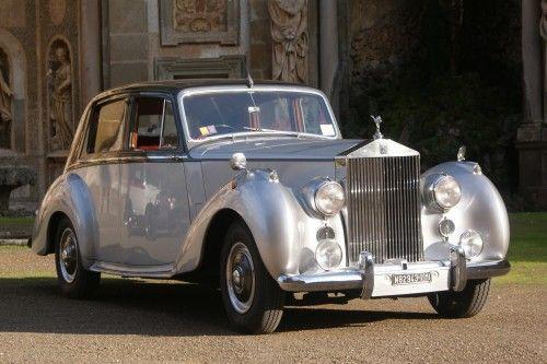 Auto d'epoca silver Автомобиль эпохи серебристый