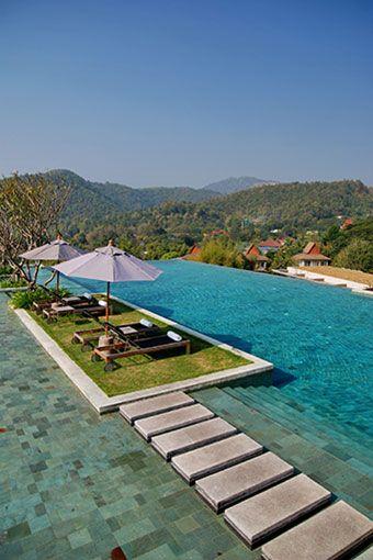 Vanaf het zwembad van het Veranda Resort heb je een schitterend uitzicht over de omgeving!  http://www.333travel.nl/hotel/thailand/333trendy-veranda-the-high-resort?productcode=H5009