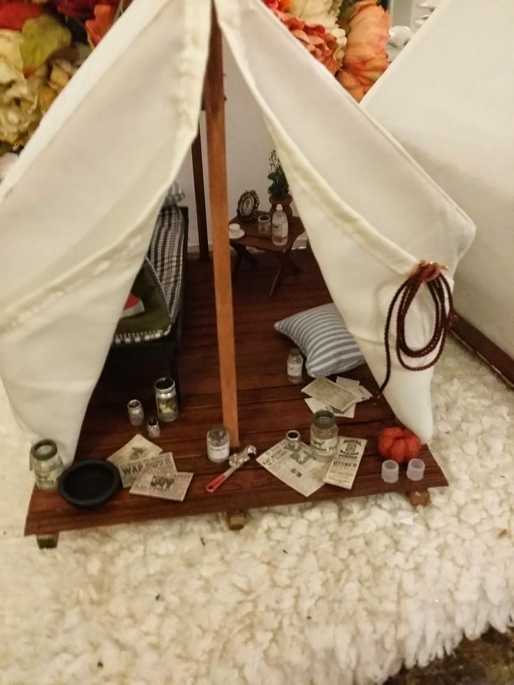 This site makes for a very happy tiny camper =)  [by: Stan / Greggs Miniature Imaginations]