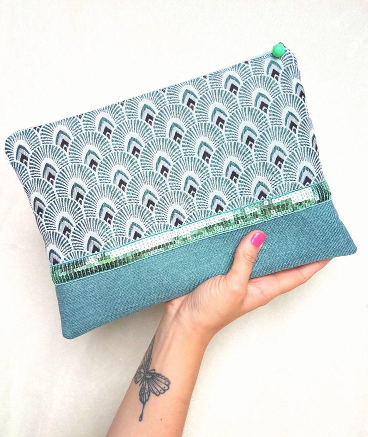 Pochette collection GREENY faite main en jacquard motifs plumes de Paon et en toile. Nuances de verts et de gris. Paillettes, bijou de sac. de la boutique LNHKcreations sur Etsy
