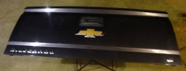 2014-2017 Chevy Silverado Tailgate – auto parts – by owner