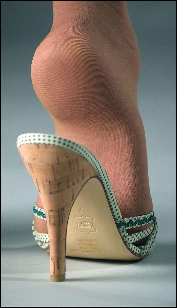Rabbit Feet Running Shoes