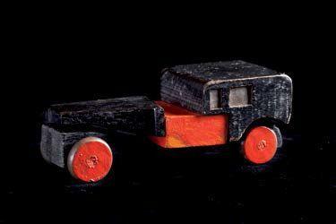 Coche rojo y negro, 1917-1919,  por Torres-García. Juguete de madera pintada. C…
