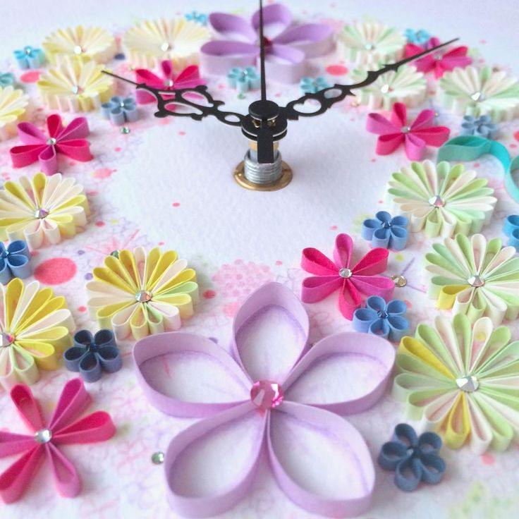 梅や桜が咲き始めて、いよいよ春ももうそこまで来ていますよね♡もっと春の気分を感じたいから、可愛いペーパークラフトで素敵なアートを作ってみませんか♪散りばめられたように咲き誇る梅の花や、立体的なバラの花のネックレス♡多肉植物は本物みたい〜!
