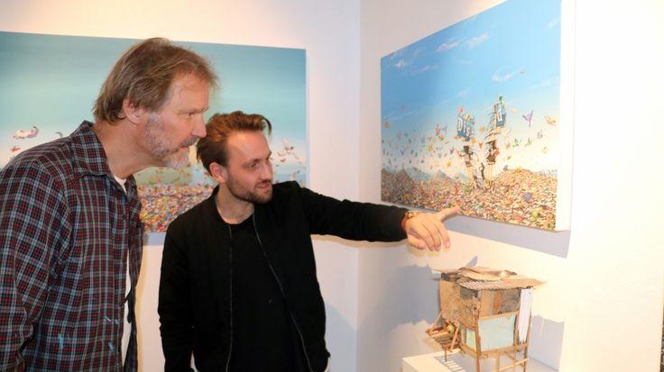 Jeff Gillette (til venstre) har fått rollen som utstiller i Nuart Gallery under…