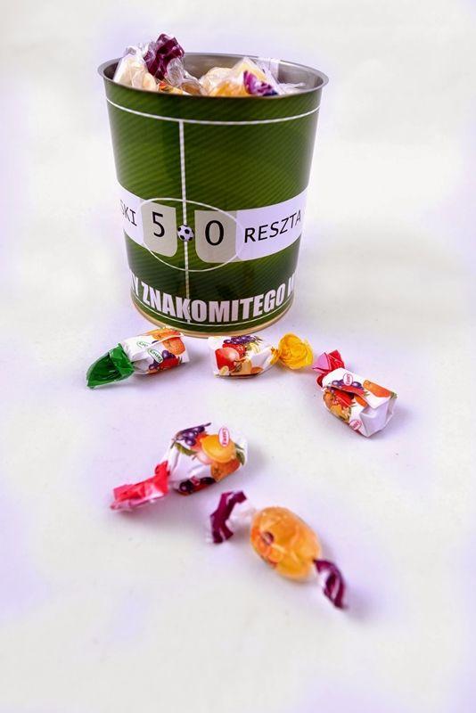 Puszki z cukierkami i zabawną etykietą, pomysł na prezent! http://3dpoint.pl/?page_id=15647