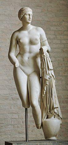 La Venus de Cnido, Afrodita de Cnido o Afrodita Cnidea es una de las más célebres esculturas del escultor griego Praxíteles y una de sus primeras obras, realizada en Atenas en torno al año 360 a. C. La escultura representa a la diosa griega del amor (principalmente en su acepción del amor erótico), la belleza y la fertilidad femenina de Afrodita, prestándose a realizar, o tras haberlo efectuado, el baño ritual de las Eleusiadas.