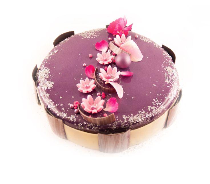 Entremet drag es pistache confit de fraise dessert for Glacage miroir 2 couleurs