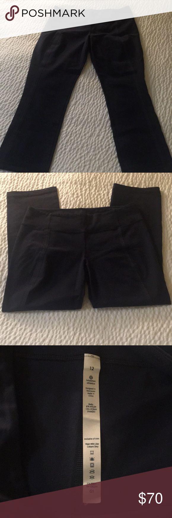 🎀Lululemon Athletica Navy Crop Pants Size 12 Description: -Brand: Lululemon -Color: Navy -Size:12  Designed in Vancouver.  Made in China. lululemon athletica Pants Ankle & Cropped