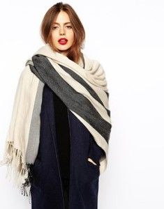 A fall outfit with a scarf and blue coat. Learn how to wear a scarf this fall >>> http://justbestylish.com/20-stylish-ways-how-to-wear-scarf-this-fall/2/