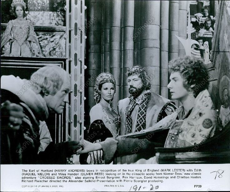 LG176 1978 Harry Andrews Mark Lester Raquel Welch Crossed Swords Press Photo | eBay