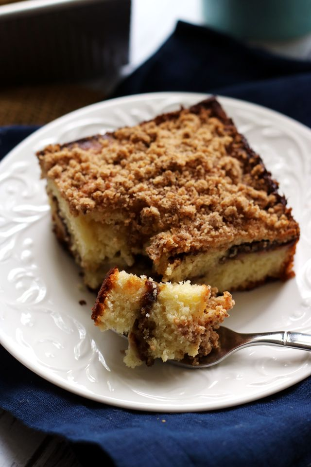 Sweet bananas and creamy nutella make for a lovely coffee cake filling in this banana nutella coffee cake. Topped with copious amounts of spiced streusel, this is perfect for breakfast or brunch.