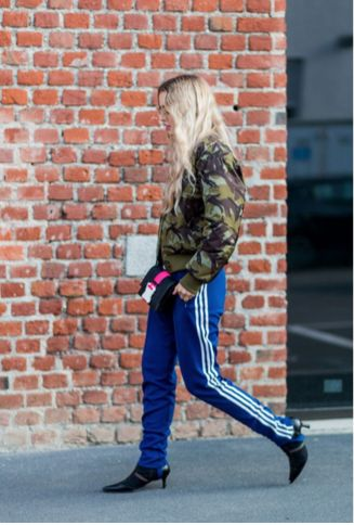 Ganni street style | Stephanie Broek | Camouflage bomber jacket