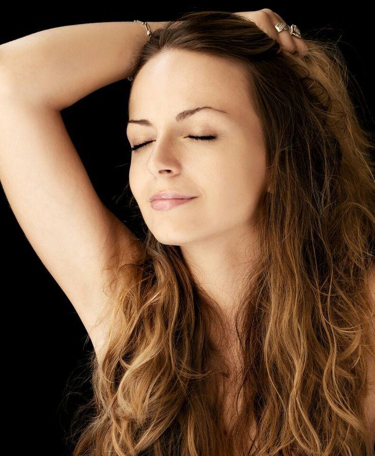 W Klinikach Anna Pikura wystarczy krótka chwila, aby Twoja twarz nabrała blasku a skóra zachwycała pięknem i energią.  Polecamy! Masaż twarzy Glorious Touch. Cena to tylko 70 zł za 40 minut cudownego odprężenia!  http://annapikura.com/kosmetologia_masaze.html