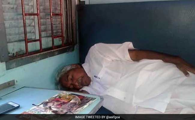 A Sleeper Berth Will Do Just Fine: Oommen Chandy's Outing As Aam Aadmi