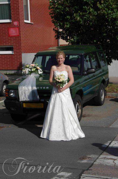 Kytice nevěsty z růží, eustom a ornothogalumu