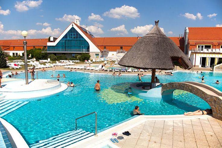 A Kehida Termál Gyógy- és Élményfürdő, a család fürdője 2400 m2 vízfelülettel és 13 medencével várja vendégeit.