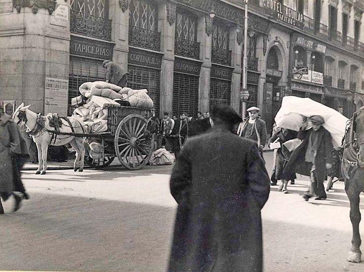 Evacuación de Madrid durante la Guerra Civil. Aunque el Gobierno se trasladó pronto a Valencia y, después, a Barcelona, la ciudad de Madrid no se rindió. Hasta su caída, después del golpe de Casado, no se pudo considerar la guerra civil como terminada.