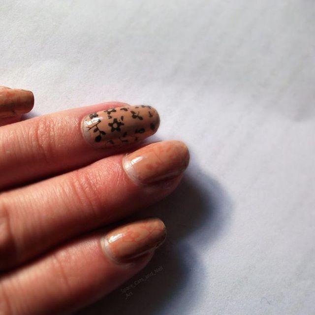 floral stamp    Base coat - Sally Hanson nail Rehab  Pink nail striper - LA colors art deco  Top coat - Orly sec n dry  Tan - Miki    #stampingnailart  #stampingnails #nailstamping #nailartstamping #flowernails #floralnails #nudenails #nailart #nailpolish #manni #manicure
