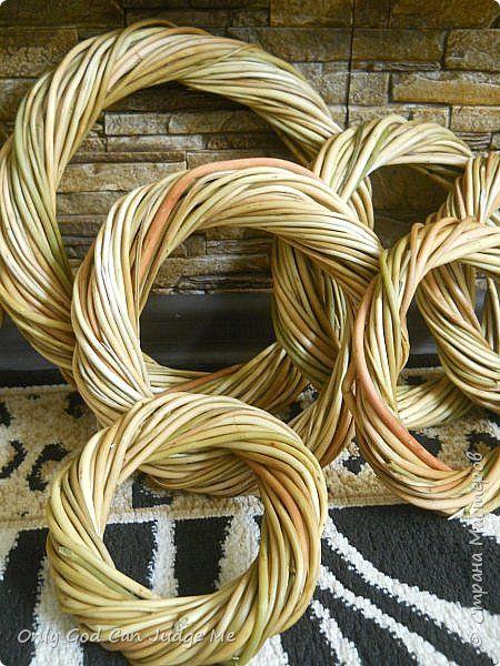 Добрый день, всем мастерам и гостям сайта! Вчера меня попросили поделиться МК по плетению интерьерных веночков. И, так как, сегодня я занималась именно их плетением, то и сделала небольшой МК. фото 1