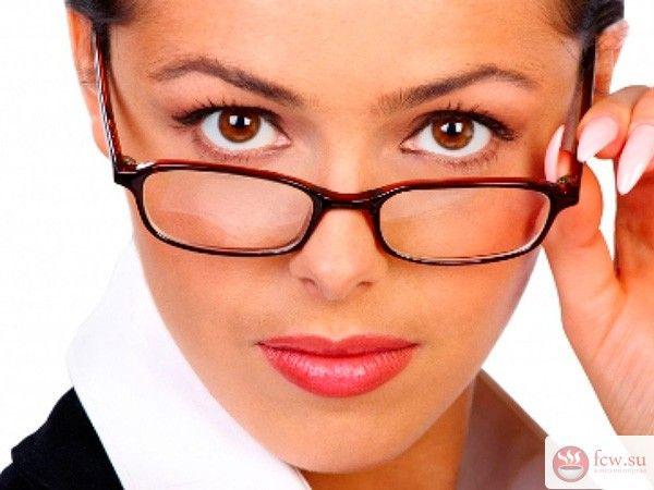 Как сохранить макияж в течение дня https://www.fcw.su/blogs/moda-i-krasota/kak-sohranit-makijazh-v-techenie-dnja.html  Даже самый безупречный макияж в течение рабочего дня перестает быть таким же свежим – офисная духота пагубно сказывается на лице. Темные круги под глазами не скрываются тональным кремом, кожа сохнет и шелушится, что может привести к ранним морщинам. Дома легко подправить макияж, освежить кожу, но на работе обычно не бывает, ни времени, ни подходящих средств. Однако если…
