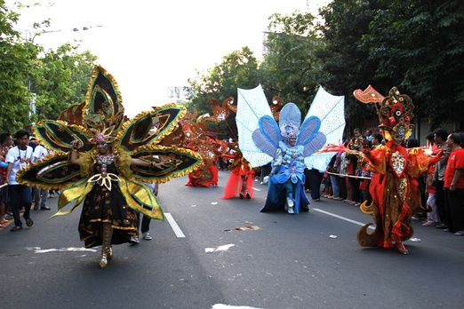 Spectacular parade: the parade was held along Jl. Slamet Riyadi in the afternoon. (Photo by Budiman Hendrarto)