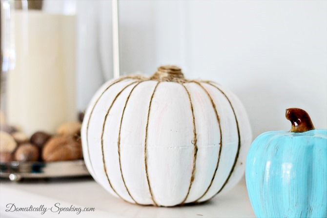 I'm starting off my Pumpkin Palooza week with a painted pumpkin!