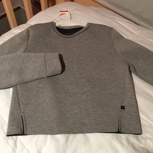 ✨NWOT William Rast gray sweatshirt✨ New without tags- William Rast gray cropped sweatshirt. Great to wear with leggings of a pair of jeans! William Rast Tops Sweatshirts & Hoodies