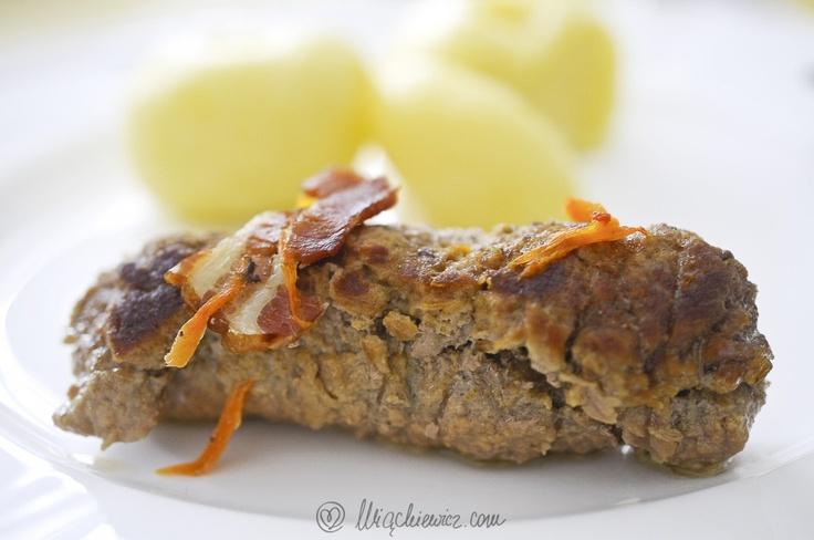 Oto nasza propozycja na niedzielny obiad: zrazy wołowe (z garnka żeliwnego). PS. My dodajemy musztardę Dijon, ponieważ lubimy, gdy zrazy mają wyraźny i ostry smak :-)