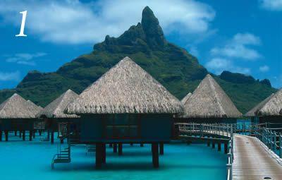1. Tahiti y Bora Bora, Sur Pacífico  Si hay algún destino en que valga la pena gastarse todos sus ahorros en nombre del amor, este sería una de estas islas del Sur Pacífico. Bora Bora es considerada por muchos una de las islas más bellas del mundo. Es una isla muy pequeña, pero en la cual podrás encontrar el paraíso acompañado de tu pareja. Encontrarás opciones de hoteles muy lujosos, donde los recibirán con el tradicional lei de flores y serán despedidos con un collar de conchitas.