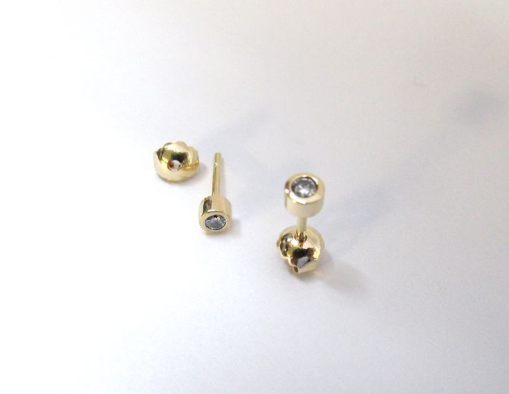 Clásicos y sencillos topos para cualquier ocasión topos en oro amarillo de 18k y diamante. Durán Joyeros, Bogotá. Joyas Marcel R839-2 #duranjoyerosbogota #aretes #zarcillos #joyas #oro  #joyeria #hechoamano #compracolombiano #gold #handmade #piedraspreciosas #piedrassemioreciosas #diamante