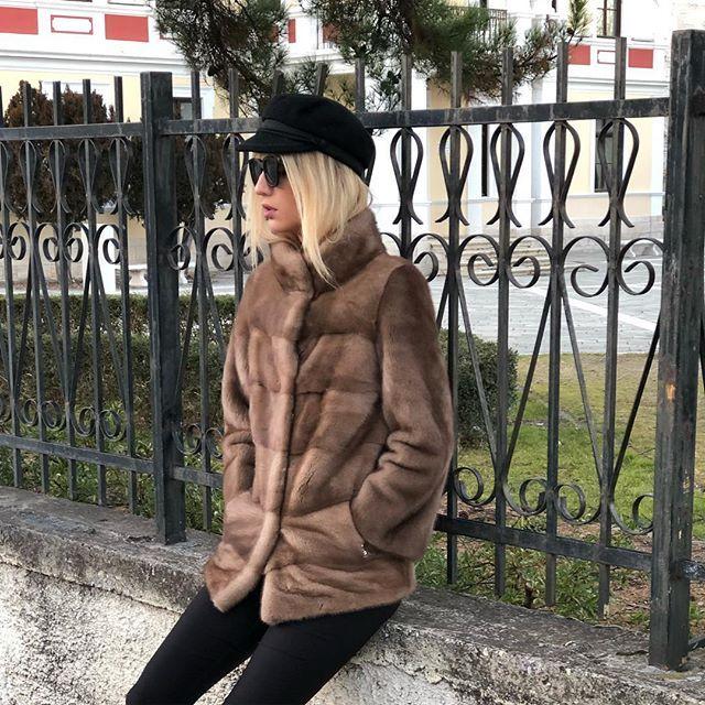 Stepping into 2018 like this... On Sale  get now 40% Off in hauteacorn.com !  ❄️  .  .  .  #minkfur #furcoat #coat #minkcoat #realfur #fur #style #ootd #fashion #pastel #jacket #winter #mink