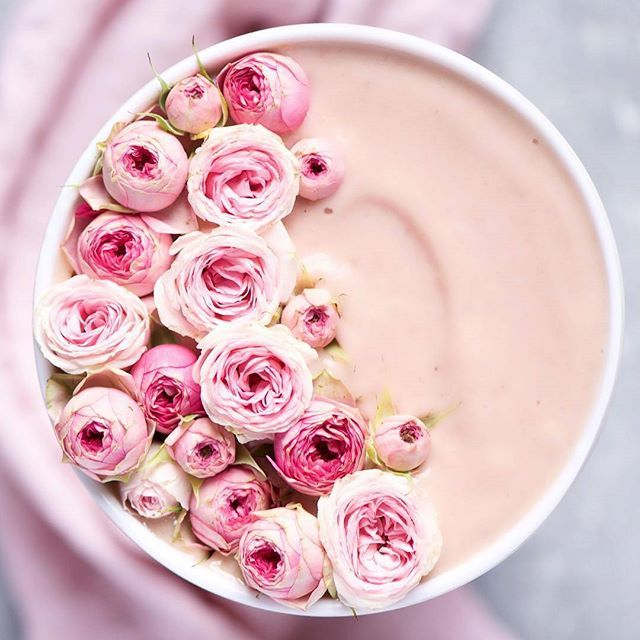 EMERGENCY: will someone pls bring this rose raspberry smoothie bowl to my bed, ty! #regram @alphafoodie