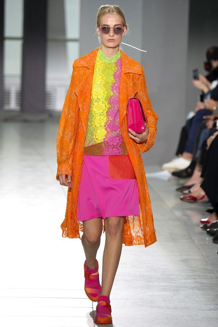 Top 12 bag trends Spring/Summer 2016 - Christopher Kane - Bag at You - Fashion blog - http://bagatyou.com/top-12-bag-trends-springsummer-2016/