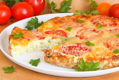 Шаг 10. Да, не забудьте украсить готовое блюдо свежей зеленью - так ведь гораздо аппетитней, правда?
